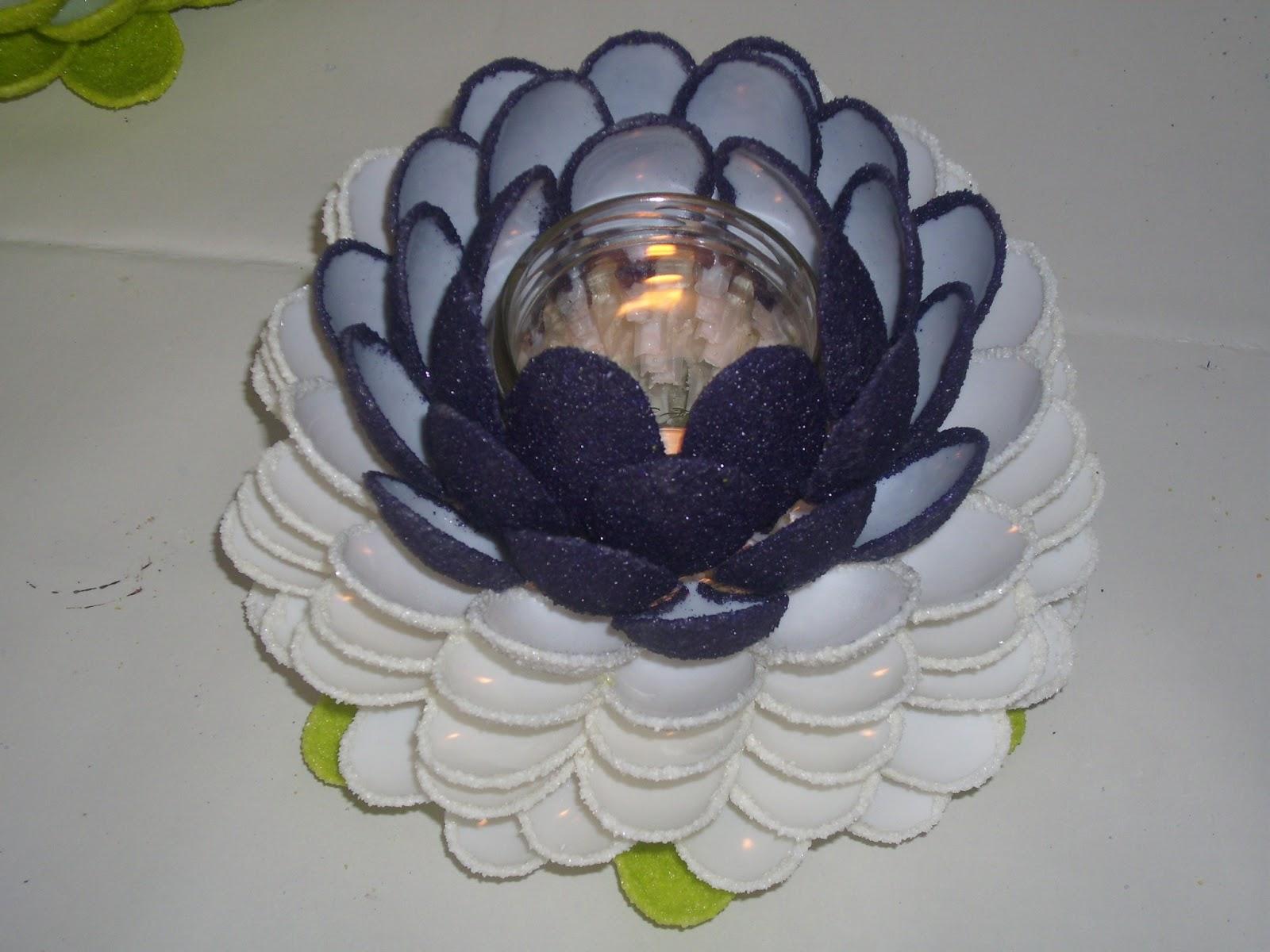vielfalt oma erz hlt anleitung zum basteln von teelichtern mit plastikl ffeln. Black Bedroom Furniture Sets. Home Design Ideas