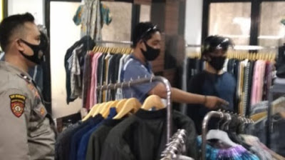 Polisi Cek TKP Pencurian Distro Karang Buaya