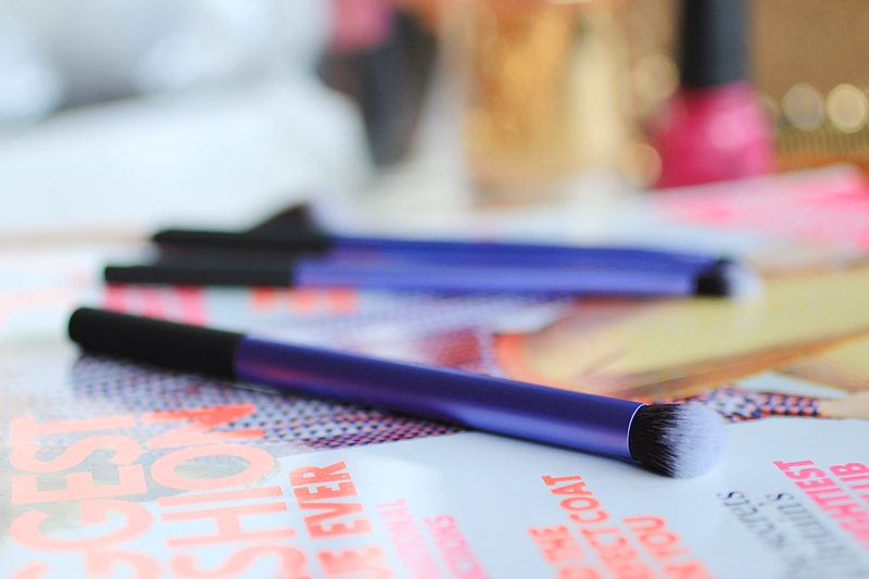 real techniques deluxe crease brush