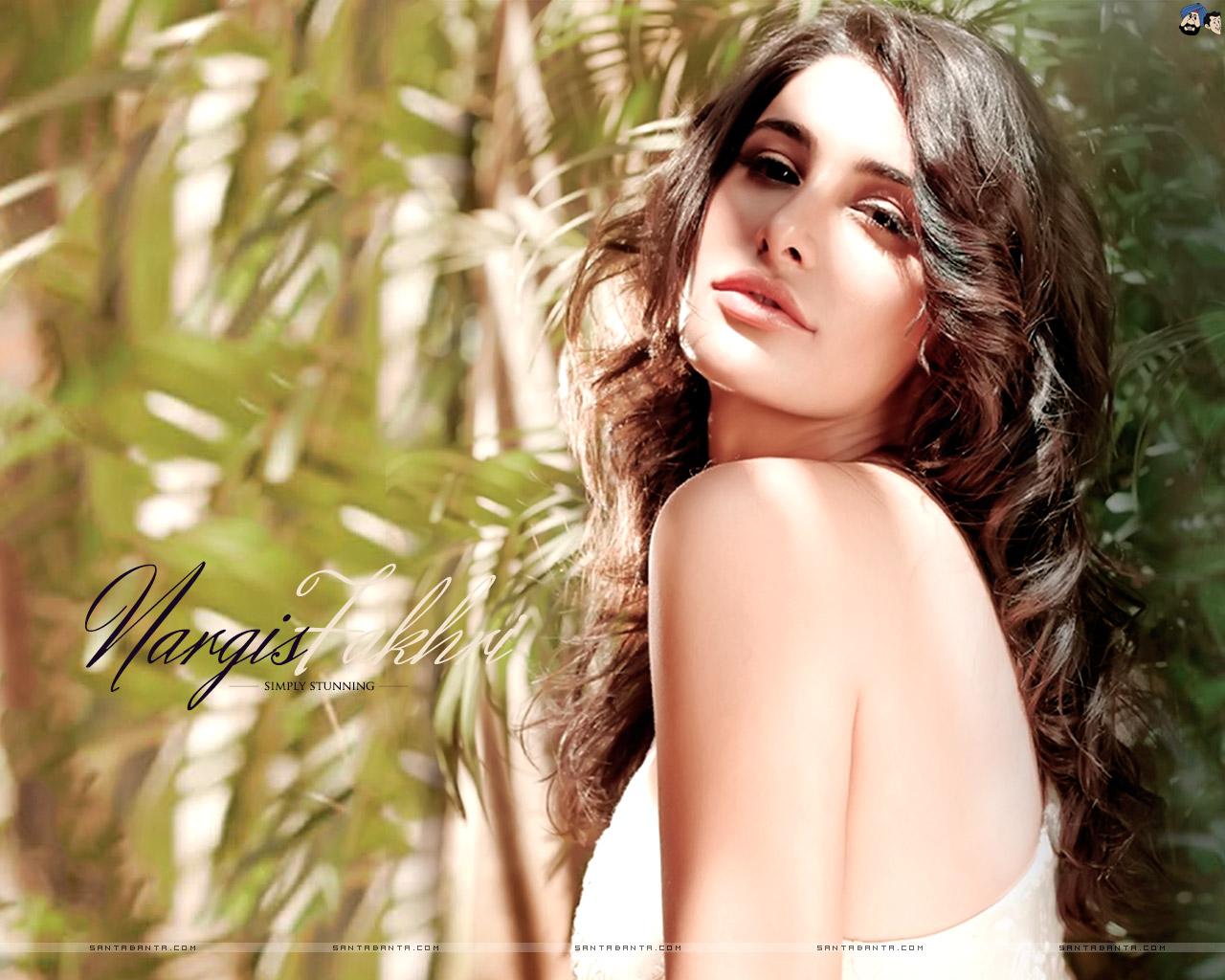 Nargis Fakhri Sexy Nude