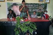 Tingkatkan Produktivitas Petani Kakao Di Pinrang, Azhar Arsyad Serahkan Bantuan Bibit Kakao Kepada Kelompok Tani