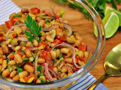Salada de Feijão Deliciosa (vegana)