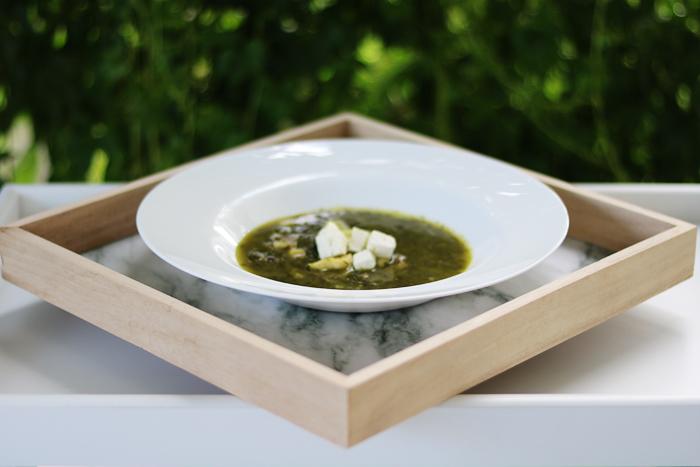 Zupa ze szpinaku i grillowanej cukinii