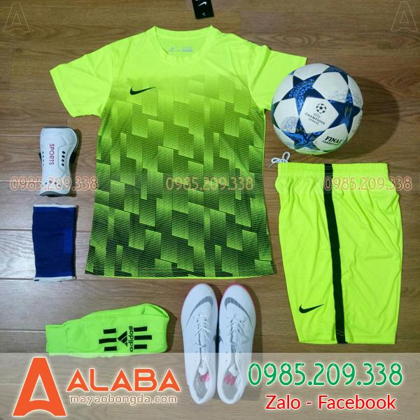 Áo bóng đá màu xanh chuối đẹp
