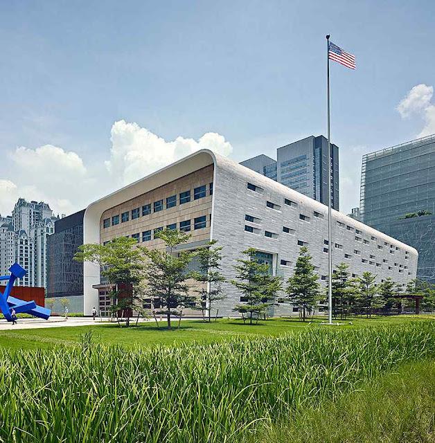 O consulado americano em Guangzhou também foi alvejado,