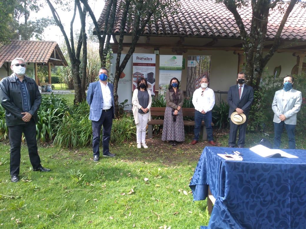 En el Jardín Botánico de Quito, se firmó el pacto por la gestion sostenible de los bosques en el Ecuador