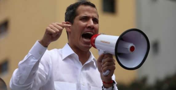 El líder opositor venezolano Juan Guaidó emprendió el sábado una nueva fase de su campaña para derrocar al presidente Nicolás Maduro, en momentos en que el gobierno montó su propio mitin en Caracas, un patrón que ha seguido en varias ocasiones mientras ambos lados tratan de transmitir fuerza.