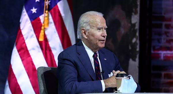 «C'est bêta...!» Joe Biden se fracture le pied en jouant avec son chien