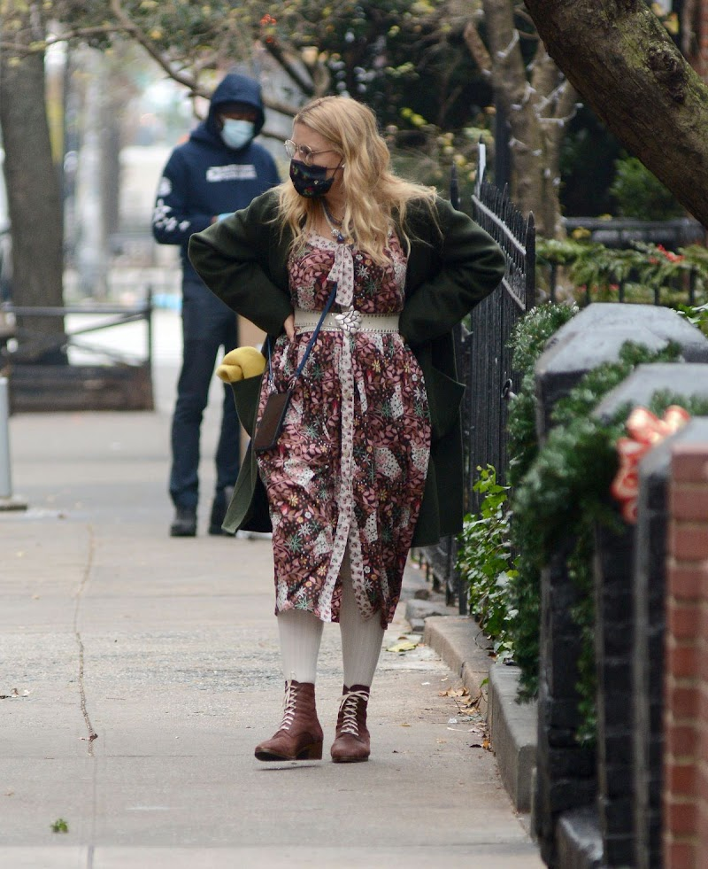 Busy Philipps Clicked Outside Flower Shopping in New York 12 Dec-2020