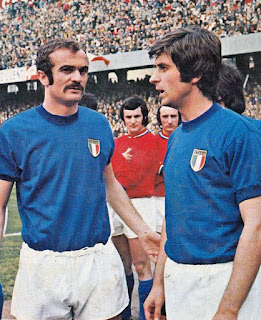 Mazzola (left) with his Azzurri team-mate and rival Gianni Rivera