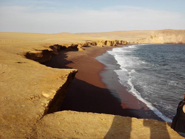 Playa Roja, desierto de Paracas