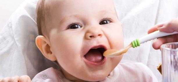 Cho bé ăn đúng cách