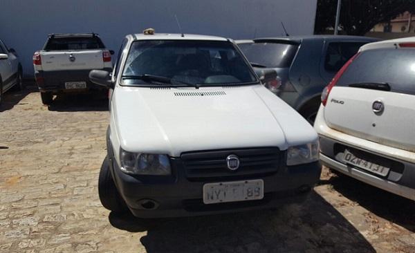 Carro foi abandonado (Foto: Liberdade News)