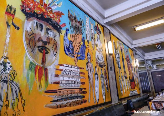 Senhores da Amazônia, painel da artista Graça Morais, no salão do Café Guarany, no Porto