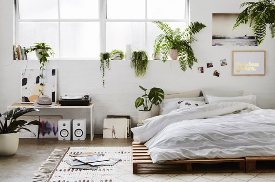 http://gravityhome.tumblr.com/post/150974514360/summer-bedroom-by-hunting-for-george-follow