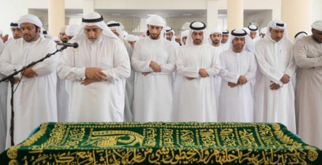 Hukum Menyolatkan Jenazah di Dalam Masjid