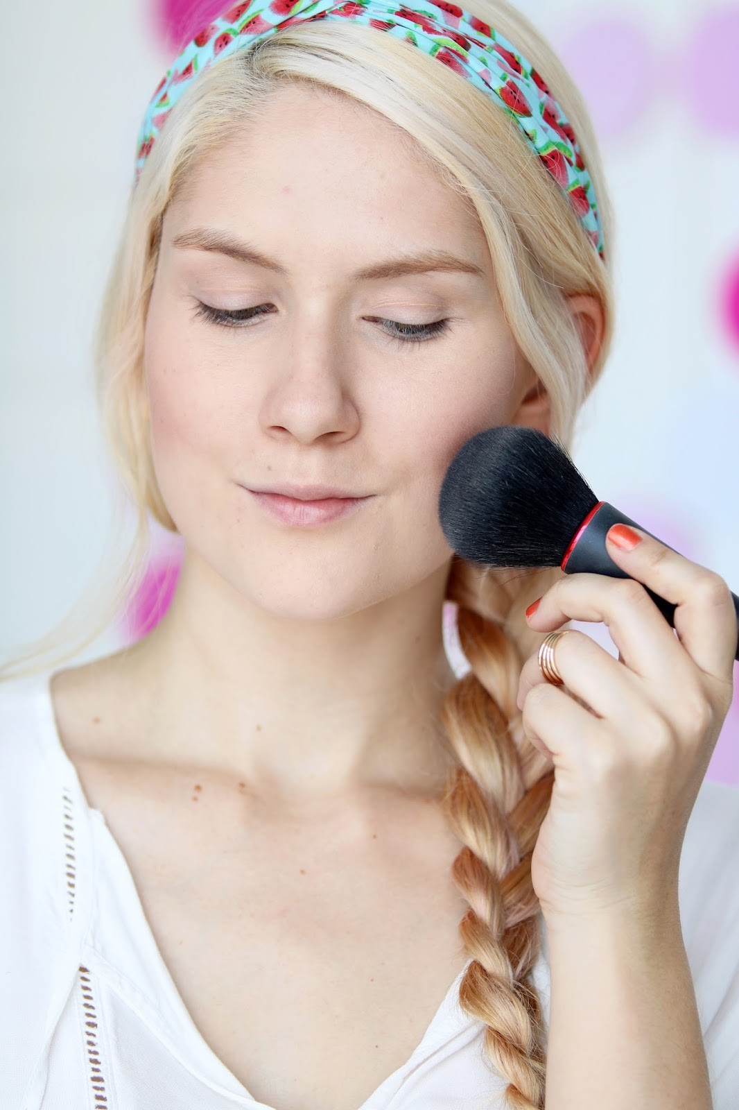 Click through for the full tutorial on this bright Summer makeup!