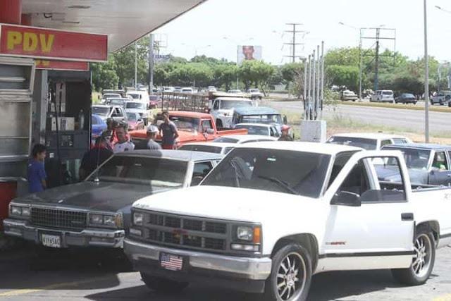 Colas por gasolina en Maracaibo (+Bachaqueros ya están en la COL y pagan para pasarla por el Puente)