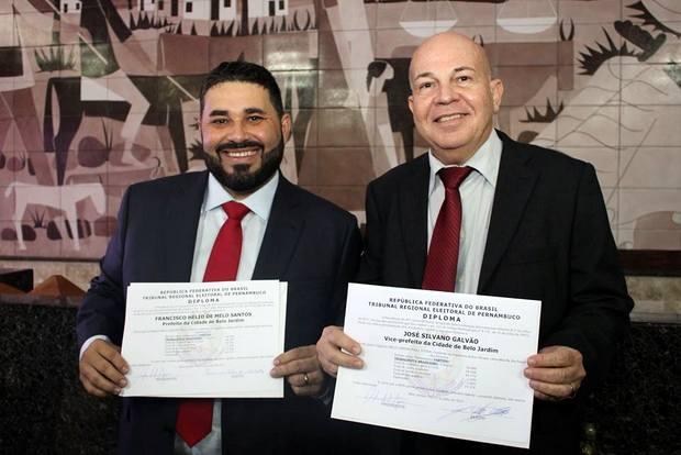 Hélio dos Terrenos toma posse como prefeito de Belo Jardim