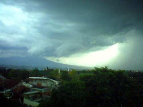 fauziah siskomp: bagaimana terjadinya hujan