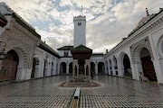 Al-Karaouine: From a Small Mosque for Islamic Worship to the First University in the World and Source of Knowledge.