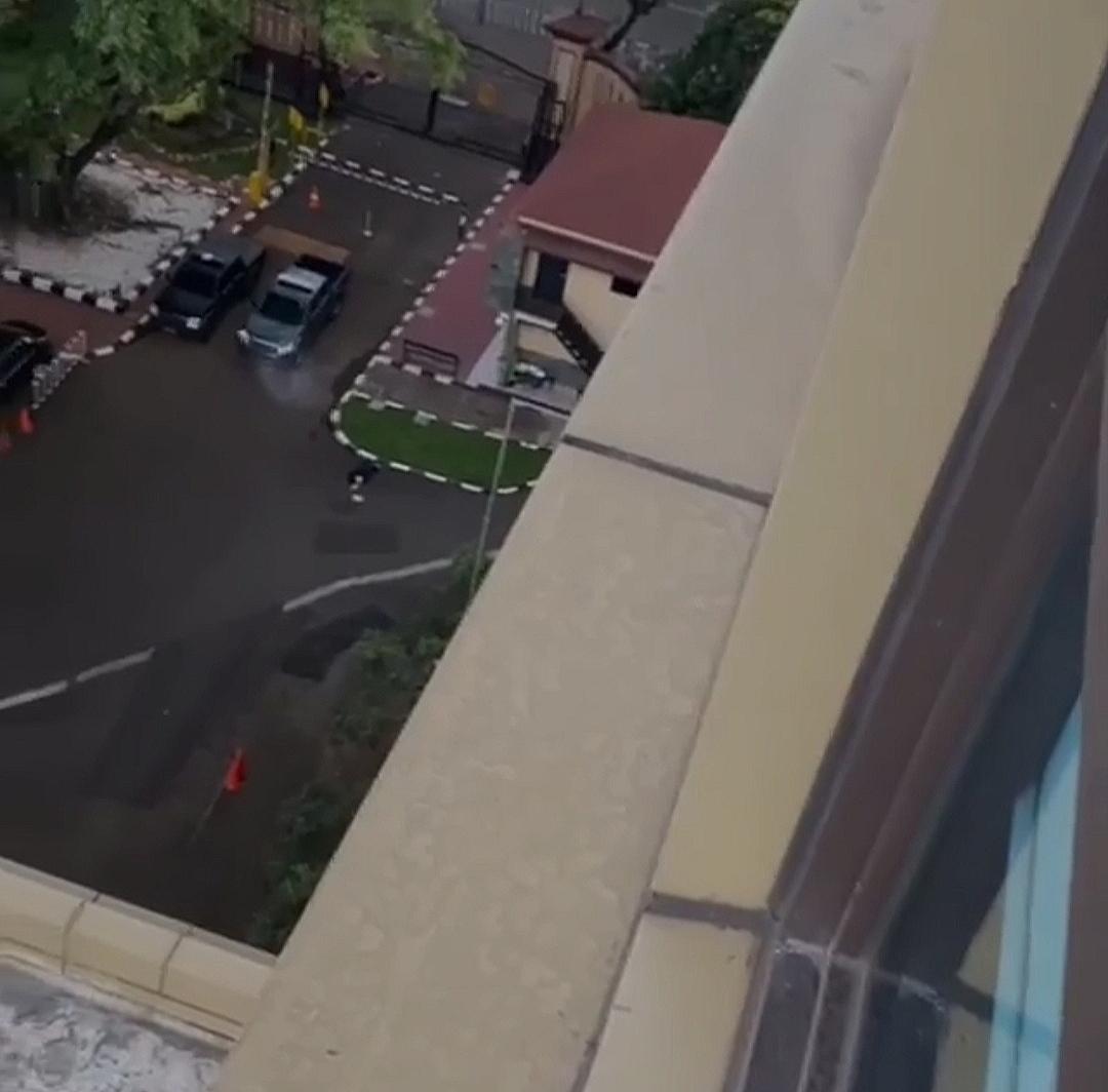 Terduga Teroris Menyerang Mabes Polri, Adanya Baku Tembak