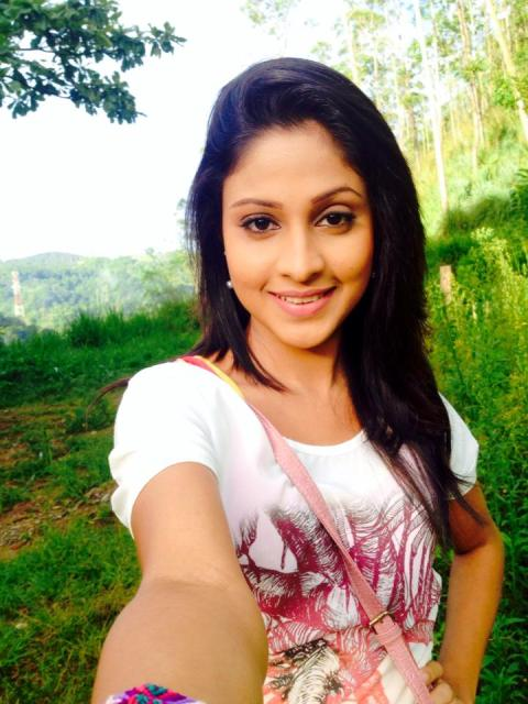 sri lankan actress forest selfie