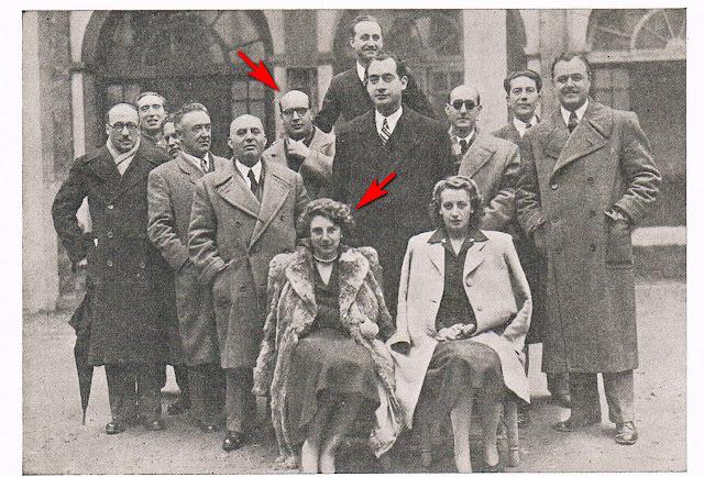 Claustro del Instituto de Requena en 1946. Alejandro Gaos y Adela Gil Crespo aparecen señalados