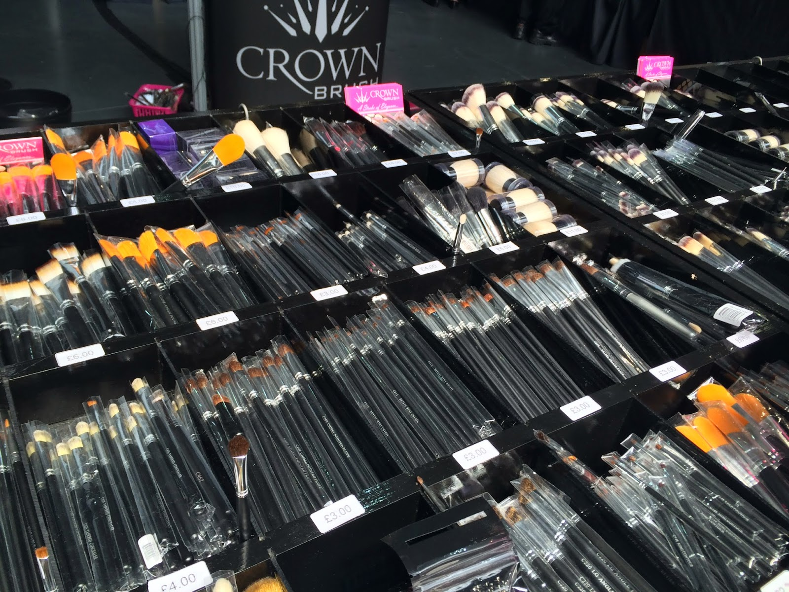 crown-brush-stand-imats