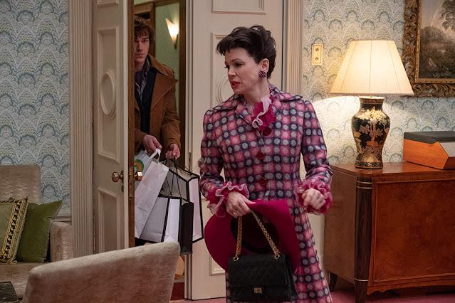 Renée Zellweger jako Judy Garland i Finn Wittrock jako Mickey Deans.