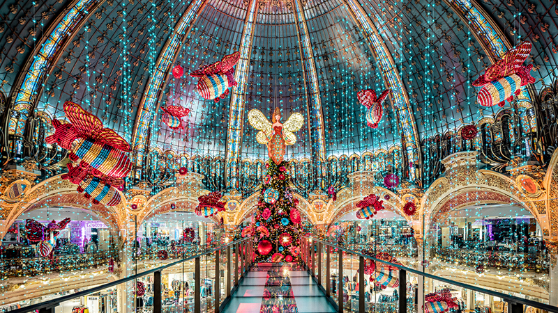 9 Dazzling Christmas Trees Around The World