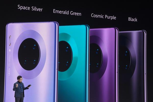 أول هاتف من هواوي ﻻ يحتوي على أي مكونات أمريكية!
