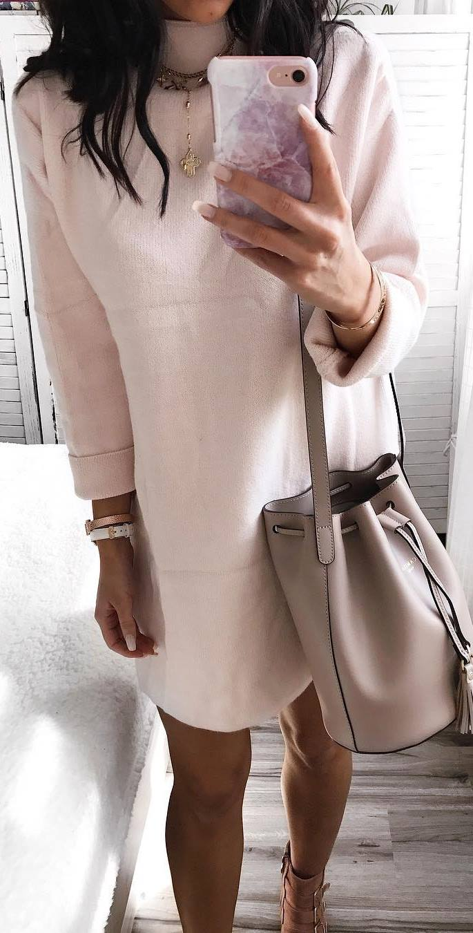 fashion look / blush dress and nude bag