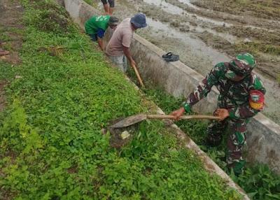 Koptu Nasrijal (Babinsa), Gotong-royong Bersama warga bersihkan saluran irigasi