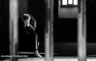 Cristiano encarcelado por seguir a Cristo