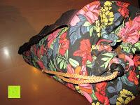 stehend: Yogatasche »Vikram« von #DoYourYoga aus hochwertigem Canvas (Segeltuch), aufwendig verarbeitet, für Yoga- und Pilatesmatten bis zu einer Größe von 186 x 63 x 0,6 cm, in 12 wunderschönen Edel-Designs erhältlich.