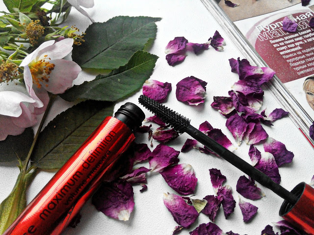 Essence Maximum Definition Volume Mascara