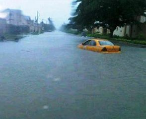 Lagos residents reacts and offer solution to overflooding