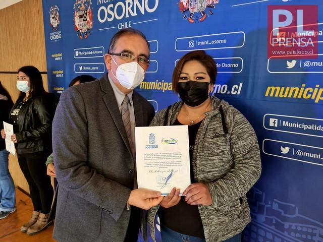 Alcalde Emeterio Carrillo y Celina España
