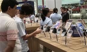comprando celular loja