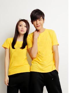áo phông màu vàng