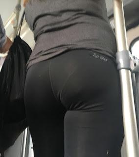 Video sexy mujer leggins calzon marcado