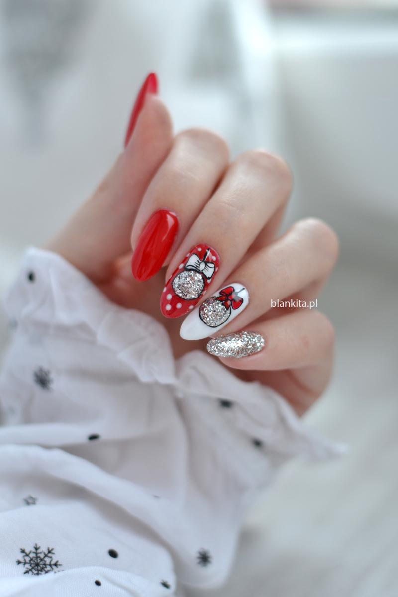 swiateczne paznokcie, bombki na paznokciach, czerwien na paznokciach, srebrny lakier