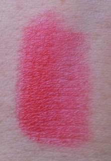 Essence home sweet home LE Lippenstift Swatch