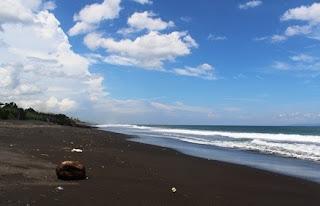 http://www.teluklove.com/2017/02/pesona-keindahan-wisata-pantai-purnama.html