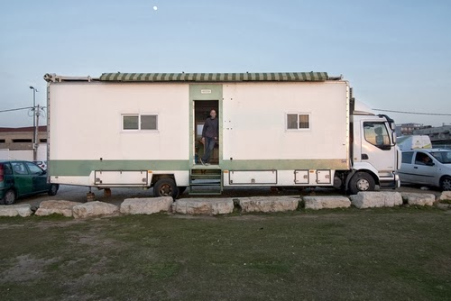 02-Exterior-Shot-Yosi-Tayar-Animator-RV-Home-Recreational-Vehicle-www-designstack-co
