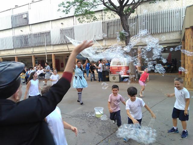 Recepção com Bolhas Gigantes para eventos do dia das crianças em SP.
