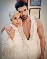 paras chhabra with here mother