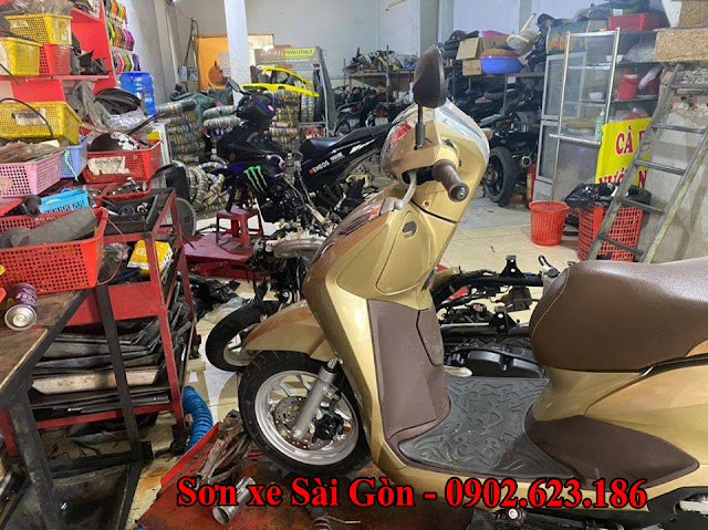 Mẫu sơn xe máy  Honda Lead  màu vàng gold tai TP.HCM
