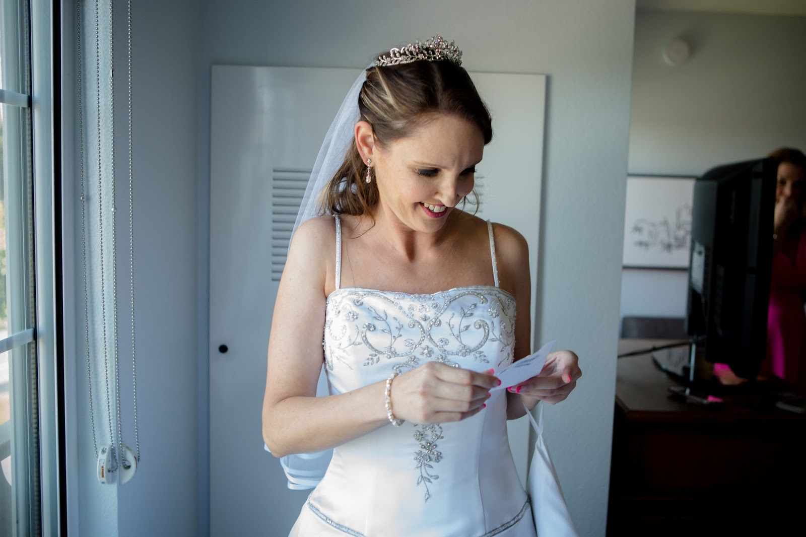 bride reading note from husband